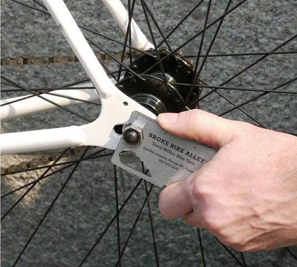 Üstelik bu kartvizit ,bisikleti tamir edebilecek şekilde tasarlanmış.